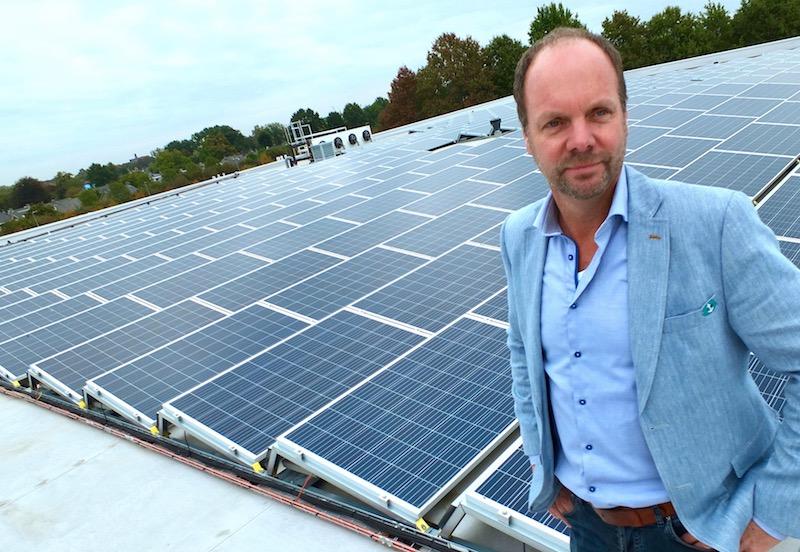 Erik de Loijer van Groenen Bouw & Onderhoud op dak pand Van Eerd