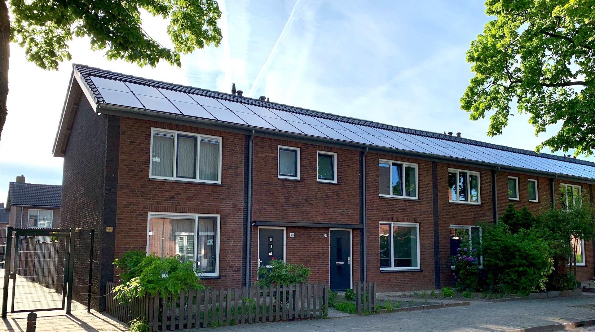 Duurzaam renoveren met voorzetgevels en zonnepanelen